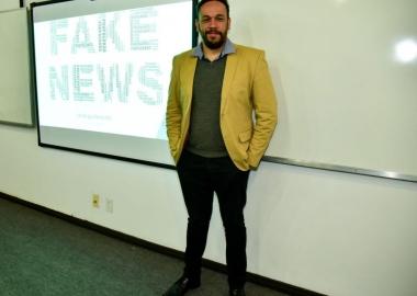 """Palestra aborda os riscos e precauções contra """"Fake News"""""""