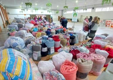 """Núcleo de Voluntariado Corporativo ACIJS comemora sucesso da campanha """"Doe um cobertor"""""""
