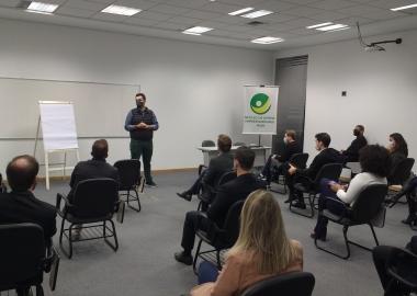 Estabelecer conexões e atuar como ecossistema fortalece cadeias de negócios, indica presidente da ACIJS a jovens empreendedores